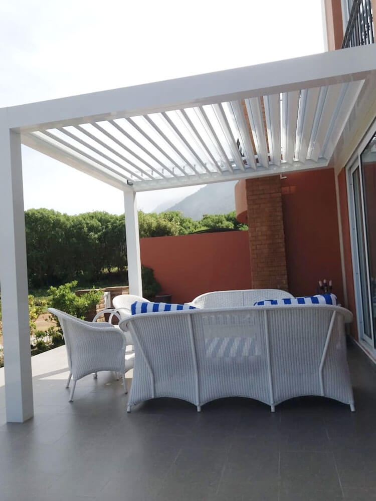 Pergola bioclimática blanca terraza - Spatio